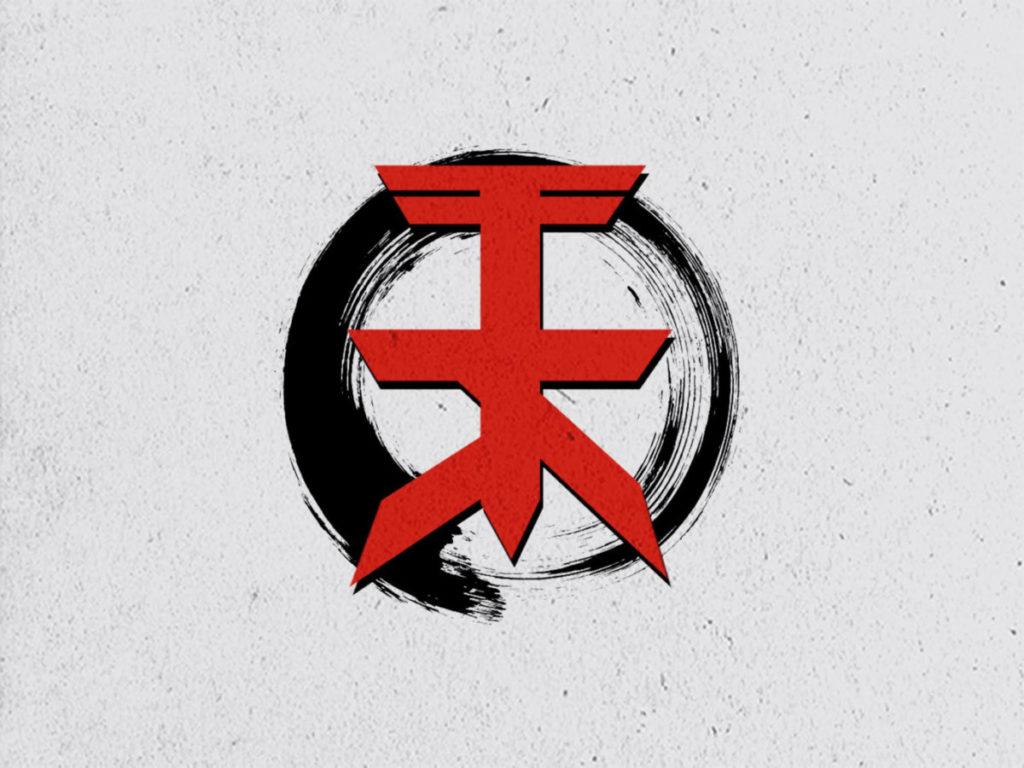 Rotes Schriftzeichen vor schwarzem Kreis - Logo Trickingszenen Karlsruhe